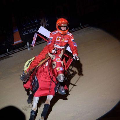 Schumacher lóversenyen indult – fotó