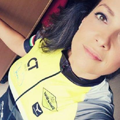 Felkenődött egy autóra a Jóban Rosszban színésznője – teljesen kettétört a biciklije