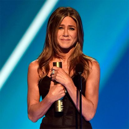 Una emocionada Jennifer Aniston, Kevin Hart tras su accidente... los momentazos de los People Choice Awards