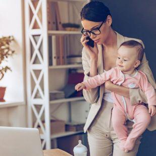 Most akkor mennyit is dolgozik egy magyar anya és apa?