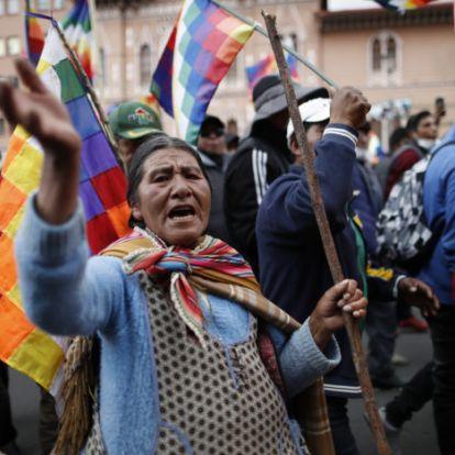 Már Bolíviának is ideiglenes önjelölt elnöke van