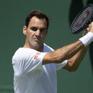 Elképesztő dolgot művelt a pályán Federer Djokovic ellen - mutatjuk!