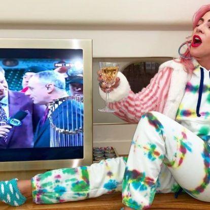 Valami fura dolog történik Lady Gagával, ennek pedig nagyon örülünk