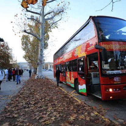 A turizmus füstje: még mindig buszmatuzsálemek szennyezik Budapest levegőjét