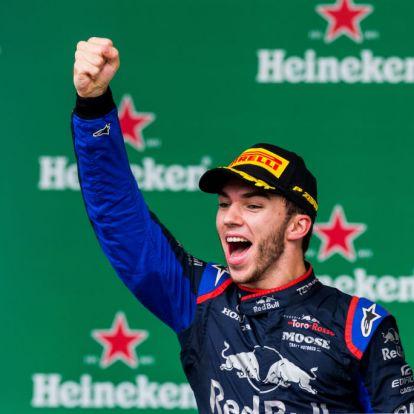 Gasly második helye még a Ferrari-balhét és a Hamilton-Verstappen párharcot is elhomályosítja