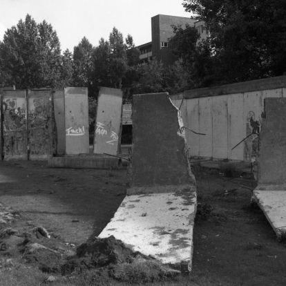 Harminc éve bontották meg a berlini falat
