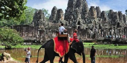 Betiltják az elefánton való túrázást Angkorban