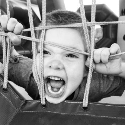 Miért agresszív a gyerek a bölcsődében?