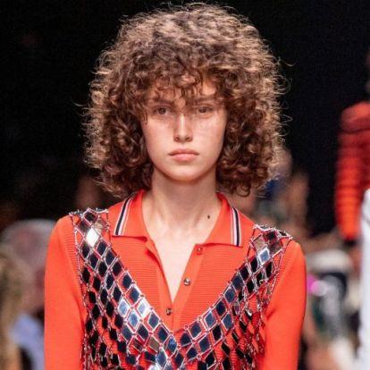 Frizurák, melyek lágyítják az arcvonásokat | Elle magazin
