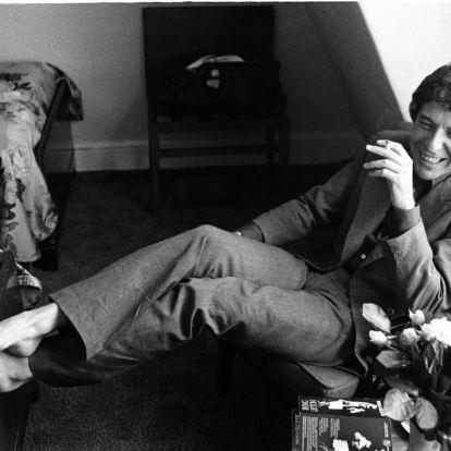 Leonard Cohen három évvel a halála után is köszöni a táncot