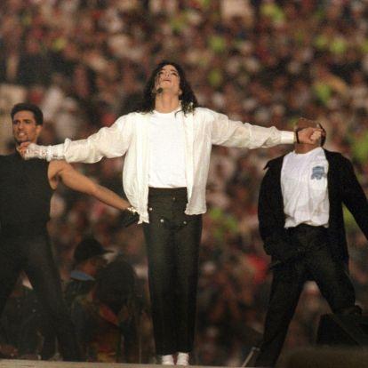 Джонни Депп спродюсириовал мюзикл о Майкле Джексоне, где главную роль отдали перчатке