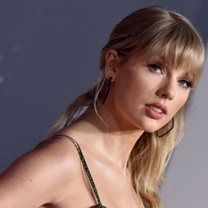 Taylor Swiftet alig felismerhetőre retusálták a brit Vogue címlapján