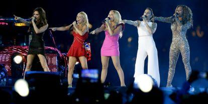 Victoria y Romeo Beckham bailan al ritmo de las Spice Girls