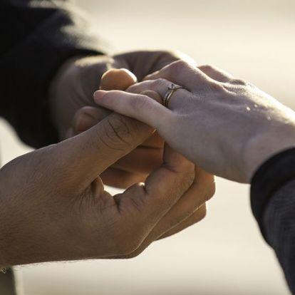 Ha ezzel a gyűrűvel kéred meg a barátnőd kezét, tuti igent mond