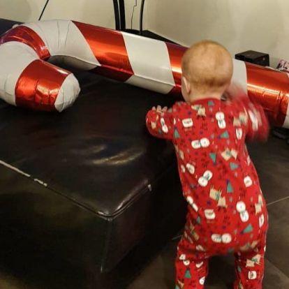 Napi cuki: Lilu kisfia első Mikulására nagyobb lufit kapott, mint ő maga