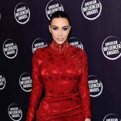 Ким Кардашьян анонсировала блестящую коллекцию макияжа