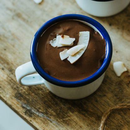 Fűszeres, házi csokoládépuding kókusszal