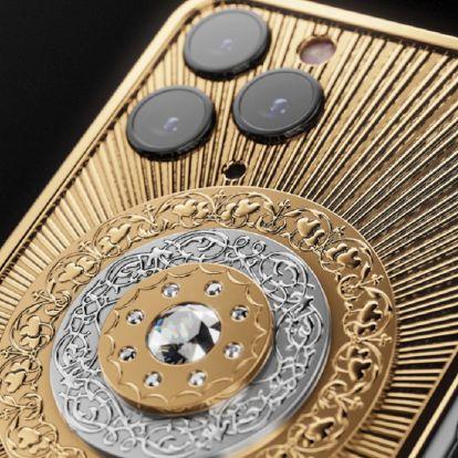 Remek karácsonyi ajándék: arany és gyémánt iPhone 42 millió forintért