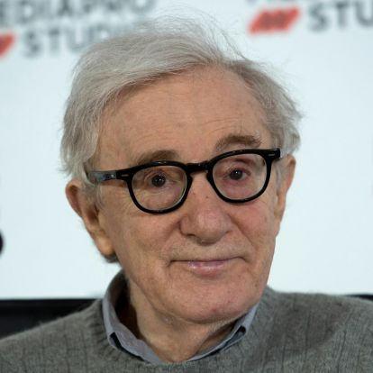 Woody Allen kartonnyi cigivel látta el a Magyarországon állomásozó orosz katonákat
