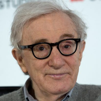 Woody Allen szerint az orosz katonák szívesen filmeztek, mert már unták a megszállást