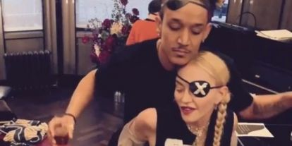 Madonnas nye flørt skal være hennes 25 år gamle danser,Ahlamalik Williams