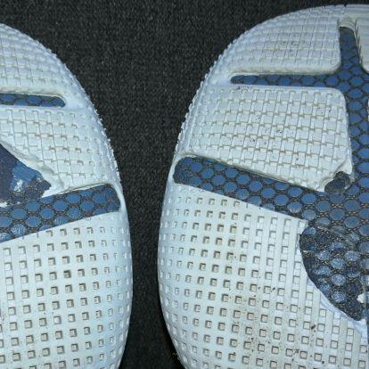 A cipő szétesik, a kereskedő lapít, a vásárló szomorú