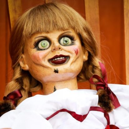 Amy Schumer olyan játékot adott a gyerekének, hogy az Annabelle-baba beült a sarokba félelmében