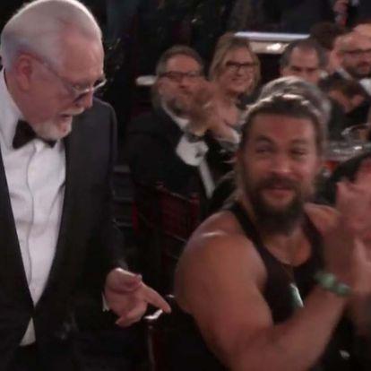 Jason Momoa egy szál izomtrikóban ült a nézőtéren a Golden Globe díjátadóján