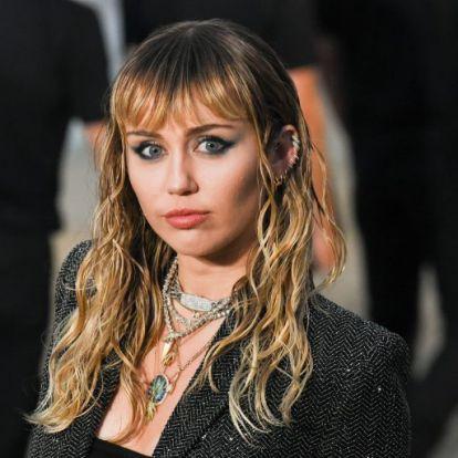 Miley Cyrus új, rövid frizurával indította az évtizedet | Elle magazin