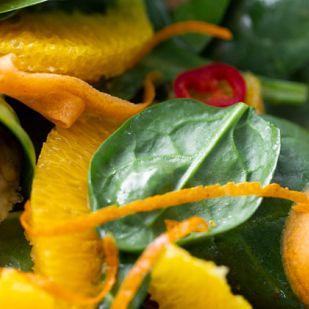 Halloumi-s narancsos répás saláta