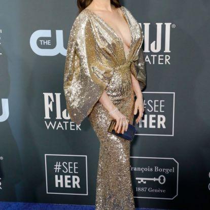Anne Hathaway először vörös szőnyegezett a szülése óta