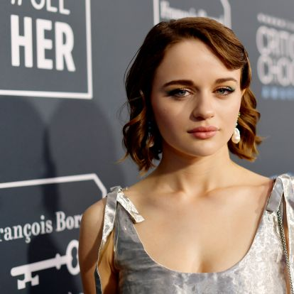 Joey King's Nails At The Critics' Choice Awards Were So Futuristic (& Easy To Copy)