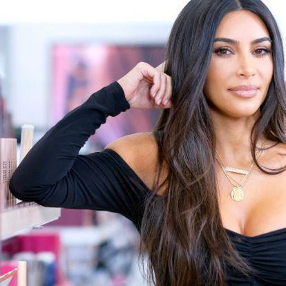 Kim Kardashian szőke frizuráját látnod kell!