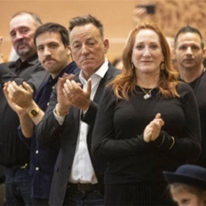 Bruce Springsteen asiste emocionado al juramento de su hijo Sam como bombero