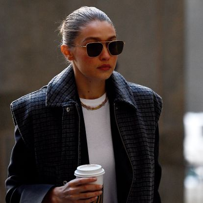How To Wear Skinny Jeans With Boots Like Gigi Hadid