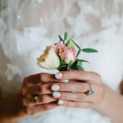 Ezek a manikűrök tökéletesek az esküvőre: visszafogott, de különleges ötleteket mutatunk
