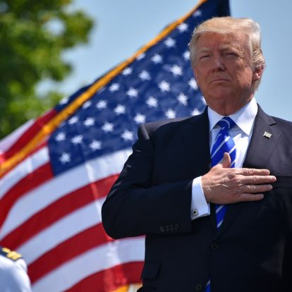 Sztárjogászok védik Donald Trumpot a szenátusi perében