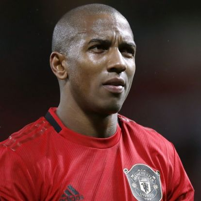 Ashley Young klar for Inter