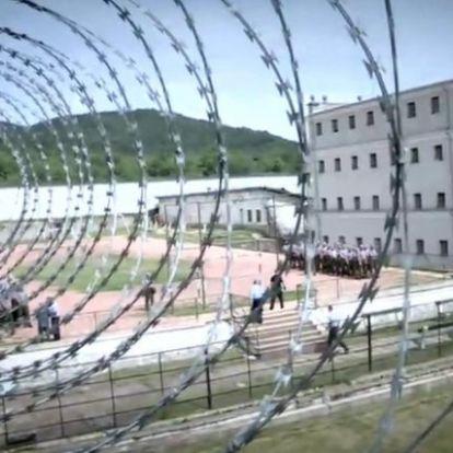 A kormány azonnali hatállyal felfüggeszti a börtönkártérítések kifizetését