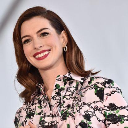 Anne Hathaway-t nem zavarja a szülés utáni súlyfelesleg: büszkén pózolt a kamerának