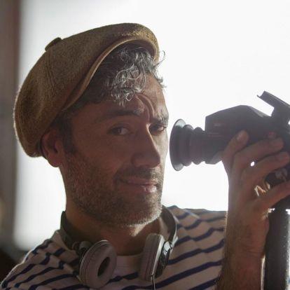 A csupaszív filmes, aki hülyét csinált mindenkiből - A Taika Waititi-portré