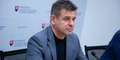 Rendőrök vitték be a részegen balhézó szlovák minisztert