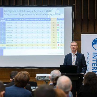 Transparency International: továbbra is Magyarország az egyik legkorruptabb az EU-ban