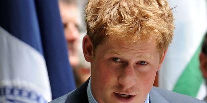 Eltűntek a Harry herceggel és feleségével kapcsolatos emléktárgyak a királyi webshopból