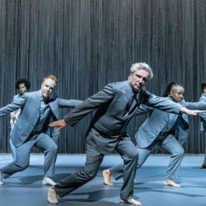 Oscar-díjas rendezőt kapott David Byrne új koncertfilmje