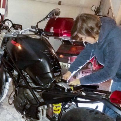 Megveszed a legolcsóbb Ducatit, mi bajod lehet? - Kati Ducati Monstere – motort gyártunk belőle