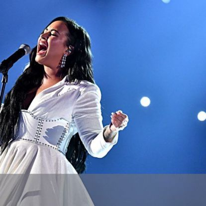 Fehér poros orrtól a beteljesült álomig – ez Demi Lovato nagy visszatérése | 24.hu