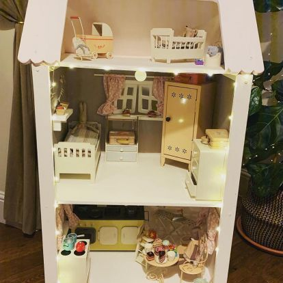 Savvy Mum creates incredible DIY dolls house for her daughter – with electric lights!
