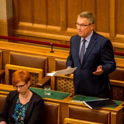 Matolcsy nem szeretné beengedni a jegybankba a tájékozódni akaró két ellenzéki képviselőt