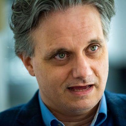 Nyáry Krisztián: Hát persze, hogy szabad fasiszta vagy kommunista írót tanítani